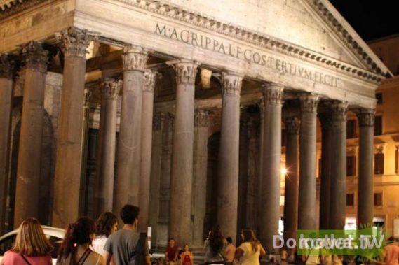 Oświetlony Panteon