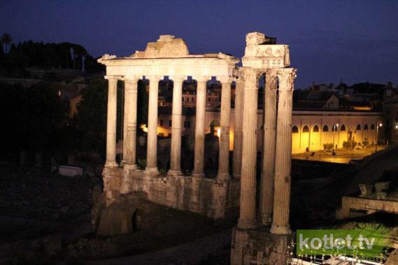 Forum romanum nocą