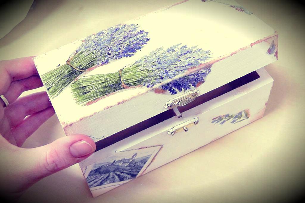 Decoupage – jak ozdobić pudełko – to proste