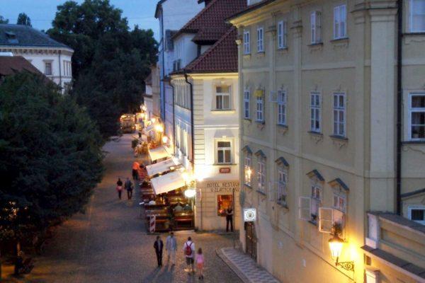 Praga nocą tu widok zaraz za moctem Karola