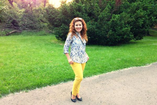 Żółte spodnie w stylizacji