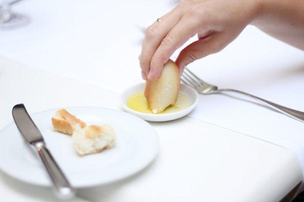 Bułeczki podawane przed obiadem, bez względu na miejsce, czy dostaję je we Włoszech czy warszawskim Bristolu to zawsze zaostrzają mój apetyt a nie go lekko powtrzymują :)