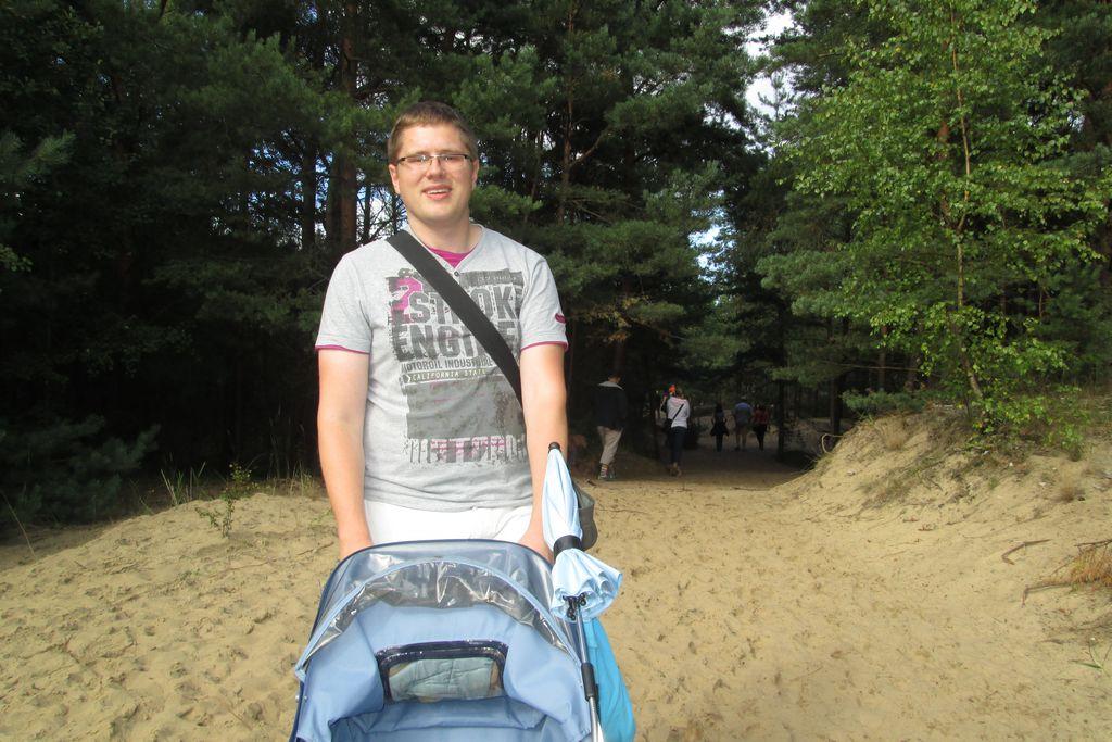 Z wózkiem na plaże - czemu nie! Tylko wózek by się lepszy przydał :)
