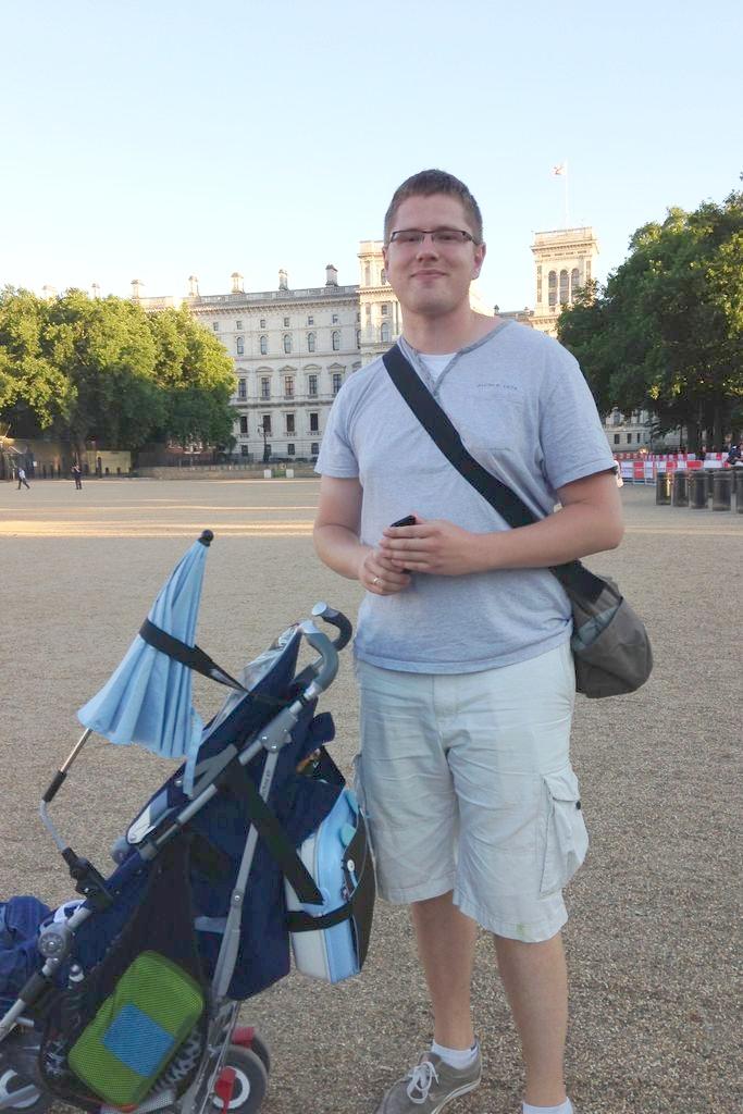 Michał z wózkiem i walizeczką Benbat :)