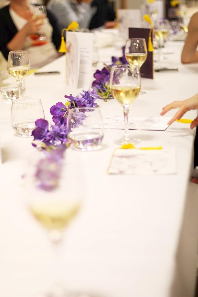 Tutaj mała podpowiedź dla tych z Was, którzy lubią dekorować wnętrza - małe fioletowe kwiaty - fajny efekt moim zdaniem - a Waszym?