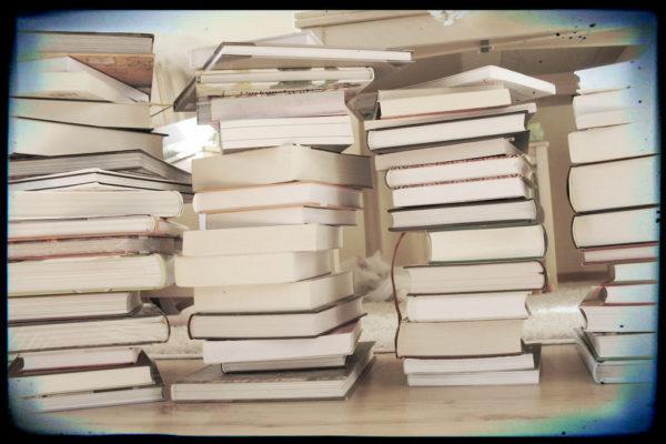 I jeszcze raz nasza biblioteczka, uwielbiamy ksiażki i do tej pory czytamy te, które dostaliśmy plus cały czas dochodzą nowe :)