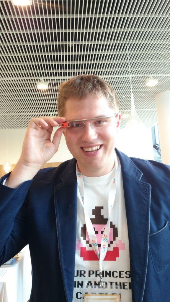 Google Glass, prawda, że Michałowi do twarzy? :D