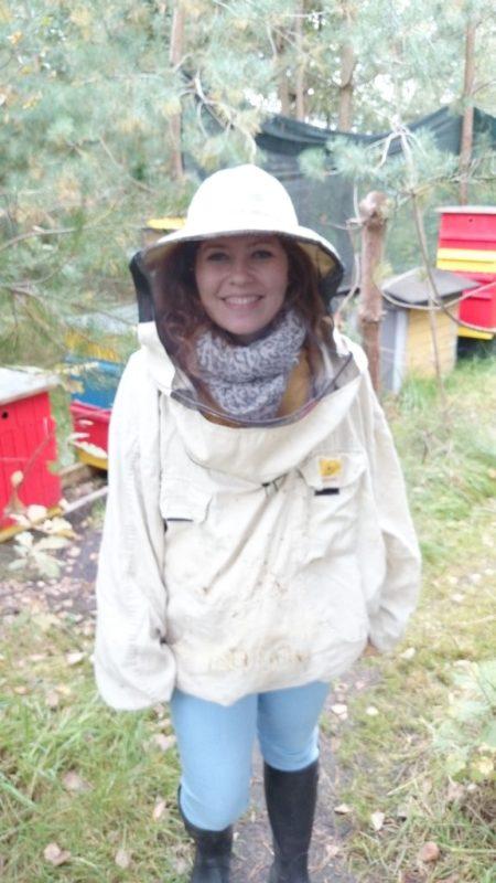 I moje ulubione zdjęcie! Zawsze marzyłam by zobaczyć ule, pszczoły, miodobranie, napiszę Wam więcej, bo to było wczoraj, ale było suuuuuper, no i strój taki fajny haha :)