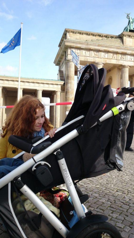 A odpowiadajac na Wasze pytania: tak podrózujemy z dzieckiem, oczywiście :)