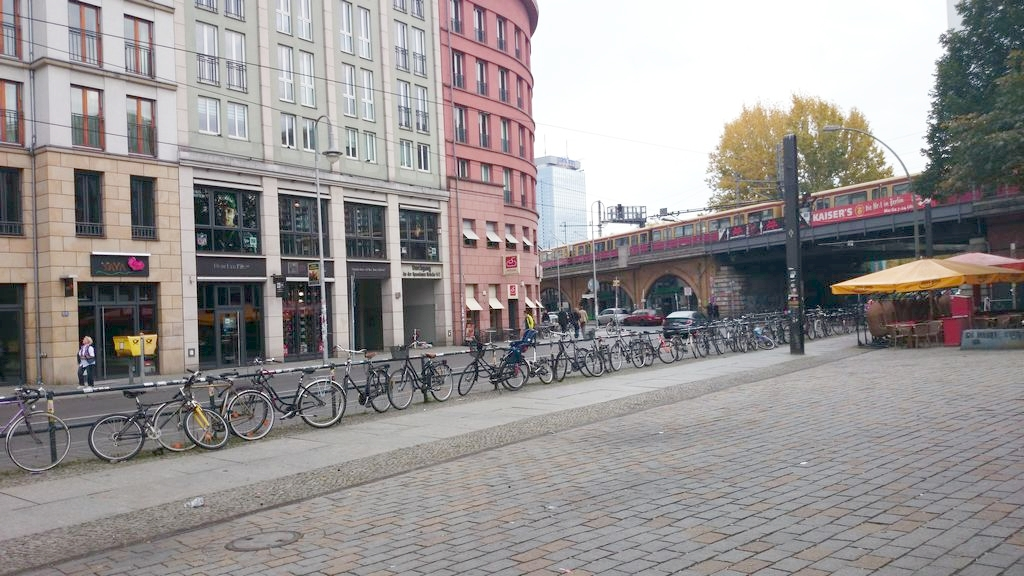 Berlin. Rowery, rowery, rowery. Wszędzie są, każdy jeździ, dla mnie rewelacja