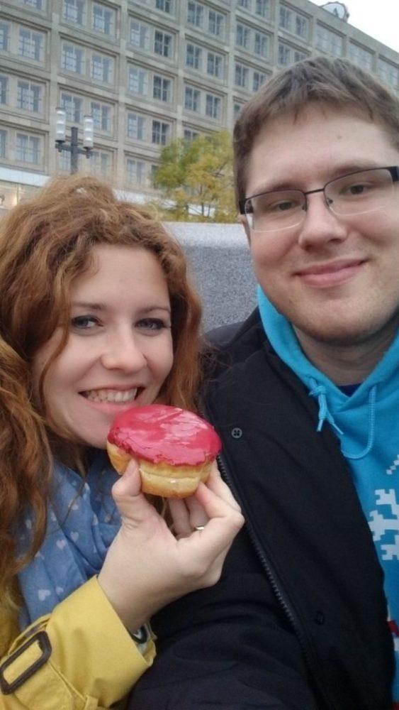Najbardziej syntetyczny pączek, donuts jaki jadłam, a wszystko by rozmienić kasę na bilet na metro :) ale donuts z nadzieniem bananowym nie polecam
