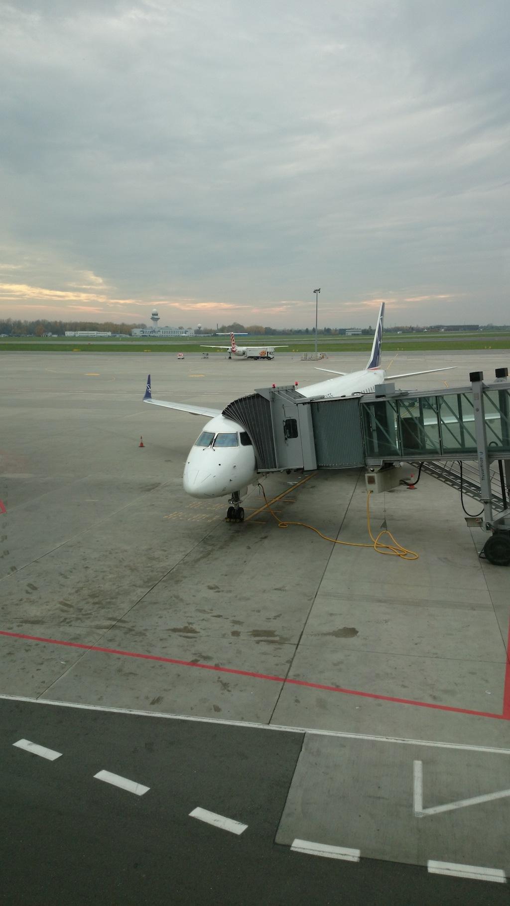 Lecimy! Paris, Paris! Ktoś z Was fajnie zauważył, że wygląda jakby samolot zjadała gąsienica