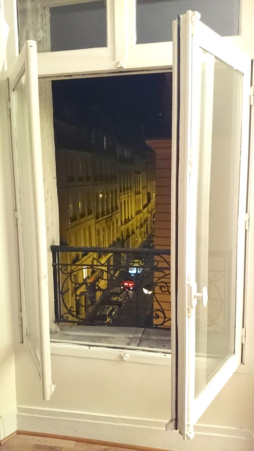 Paryż! To widok z okna naszego wynajmowanego mieszkania, cudownie!