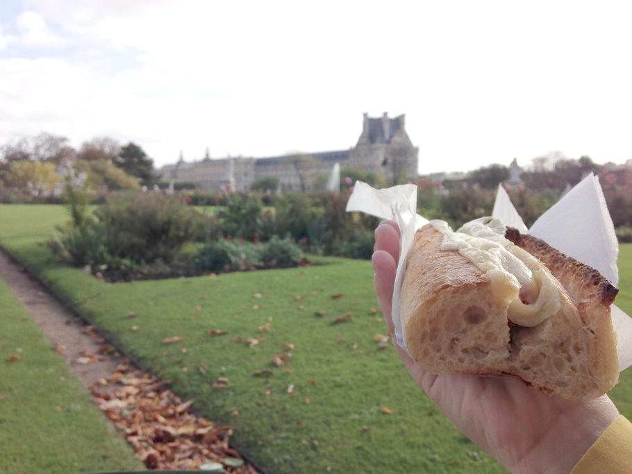 To mnie rozbroiło, hot dog... w bagietce :) Ale nie był super, w ogóle mega twarde są te bułki, za to croissanty obłędne