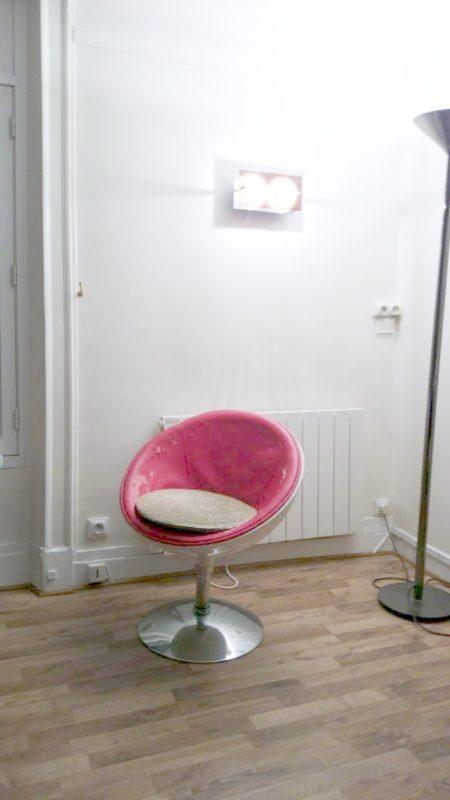 W Paryżu mielismy wynajętę mieszkanie w II dzielnicy, w środku było fajne krzesło, trochę już obdrapane, ale podoba mi sie kształt. Jeśli widzieliście gdzieś podobne to piszcie :)