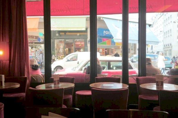Wybierając lokal zwracaliśmy uwagę na przestrzeń między stolikami, bo w Paryżu większość jest ustawiona dość ścisło :) to taka nasza obserwacja :)