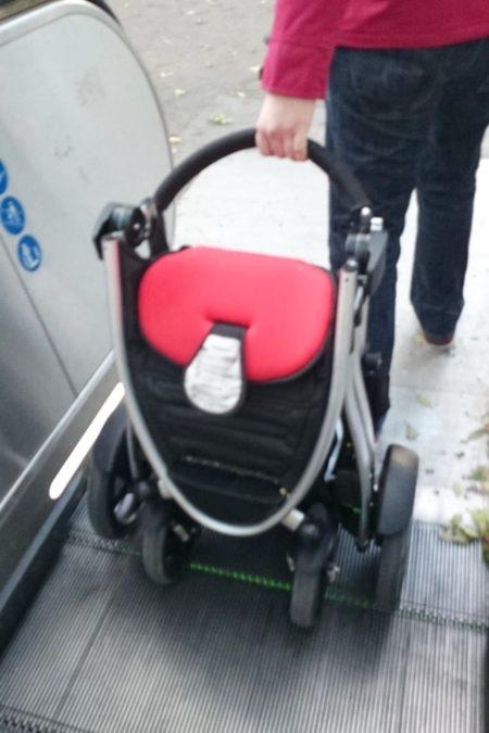 Na schodach ruchomych też można wjechać całym wózkiem, trzeba tylko wprawy :)
