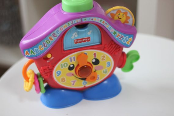 Zegar, ten Fisher Price, bardzo fajna zabawka, która gra, śpiewa :)