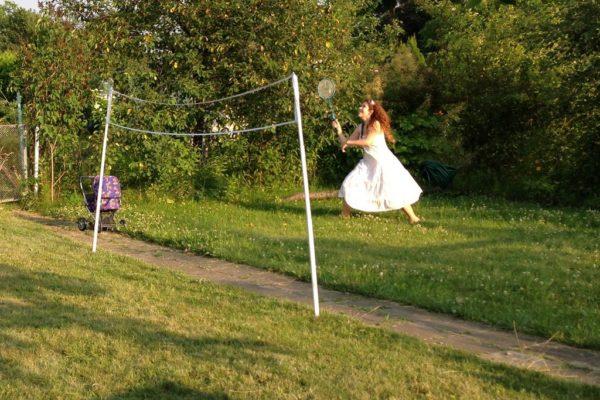 Tak, w sukience da się grać w badmintona :D