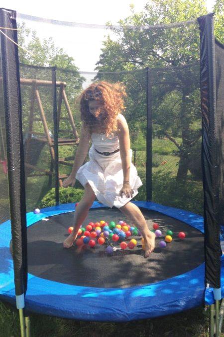 I najlepsza zabawka dla dzieci - trampolina