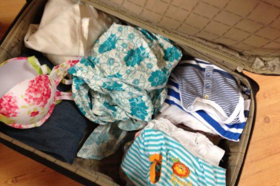 I powiem to - lubię się pakować :) lubię widok spakowanej walizki, a w tym roku udało mi się niemożliwe, spakować naszą trójkę do jednego bagażu :)