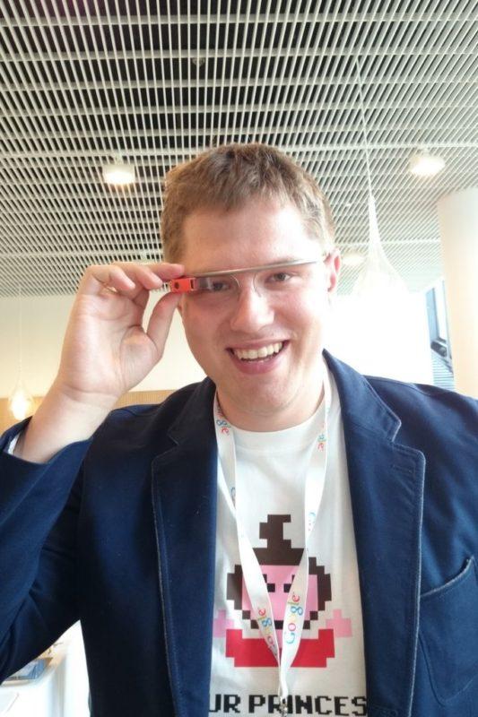 Michał w Google Glass podczas konferencji Google Think 2013 :)