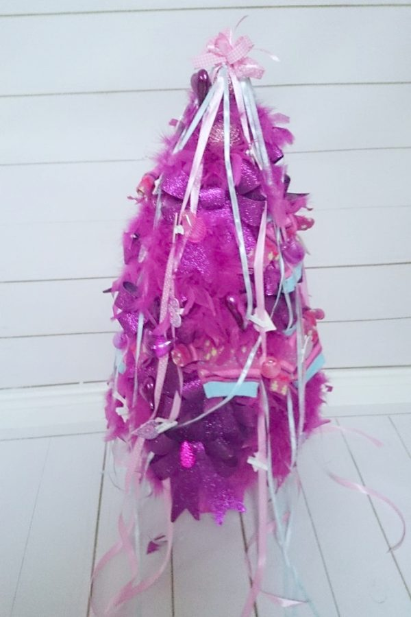 A to choinka-eksponat, jeden z elementów sesji świątecznej u Olivii. Choinka jest ręcznie robiona, bardzo fajna i nie mogłam się powstrzymać by Wam nie pokazać