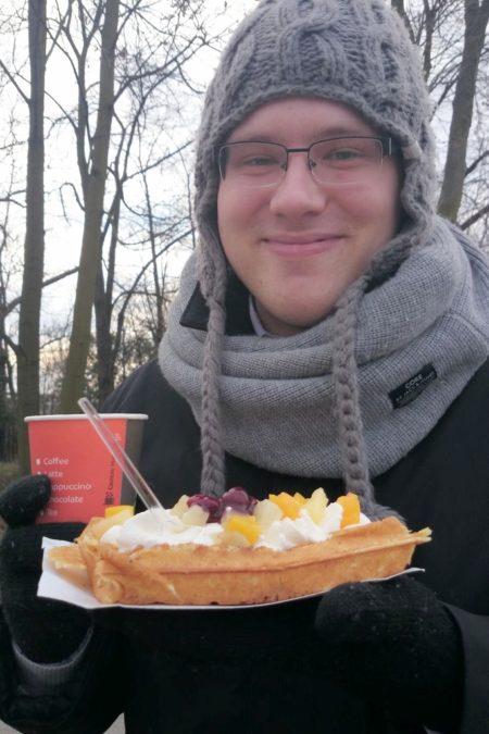 Świąteczny spacer po Wilanowie :) nie wiem co nam przyszło do głowy, by po świątecznych ciastach brać gofra :)