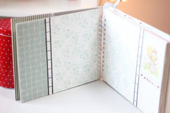 Tutaj jako tło jest wzorzysty papier, całość zielona. Łącznik to taśma filmowa :) Na lewej karcie fajnie wyglądało zdjęcie poziome, na prawej pionowe