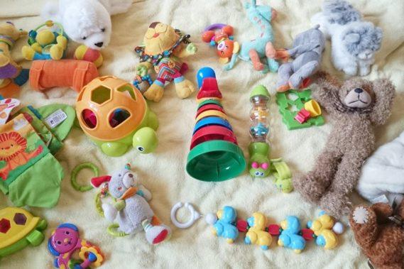 Porządki objęły też zabawki, absolutnie jest ich za dużo. Te są do oddania, jeśli ktoś z Was je chce wszystkie za pakę pieluch w zamian to piszcie, byle z W-wy :) Wiek 0-1 :)