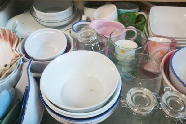 A to moje królestwo, czyli kilka szuflad z talerzami. Tu miski
