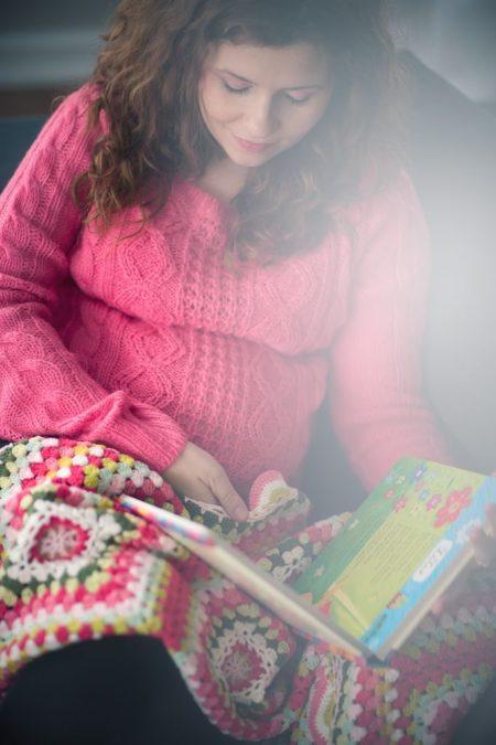 Róż. Mega zamyślona, czytająca bajki dzieciom :)