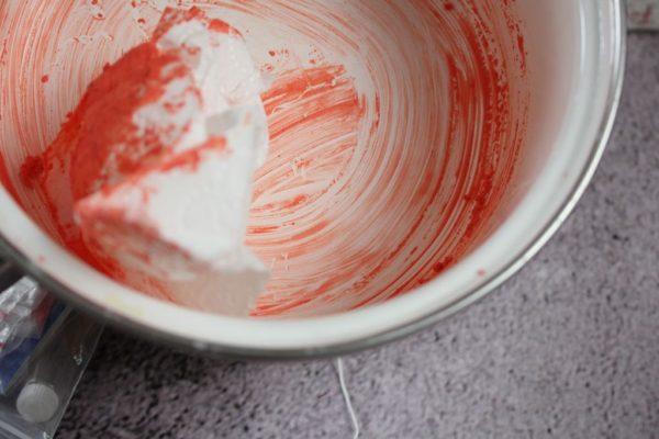 A to na koniec – najlepiej rondelek myć najpierw na rucho – papierem czy ręcznikiem papierowym