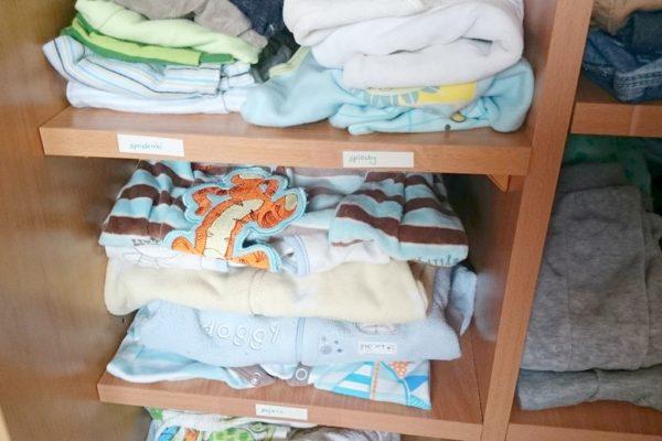 Na każdej półce kładę ubranka tematycznie :)