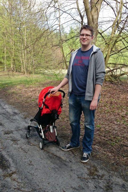 Mały wózek to niezła opcja na spacer