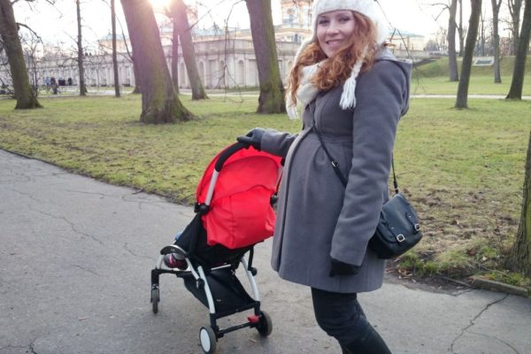 """Początkowo wózek był naszym """"drugim"""" teraz często jest naszym podstawowym, szczególnie w podróży. W każdym razie w czasie ciąży był dla mnie wybawieniem, bo nie musiałam do bagażnika wrzucać wielkiej kobyły"""