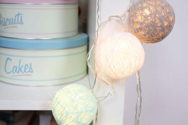 Lampki ledowe kulki świetne! ja zawiesiłam swoje na regale
