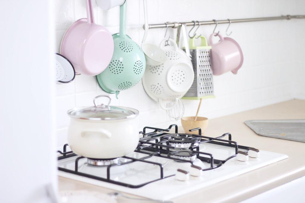 Kuchnia retro w bieli
