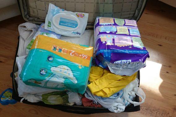 Pakowanie na wyjazd. Cztery osoby do jednej walizki? Prawie możliwe :)