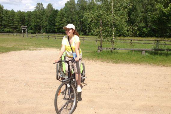 Jeśli macie okazję jechać gdzieś do lasu to polecam rower, przyczepkę dla dzieci i sprej na komary - w tym roku jest ich bardzo dużo!