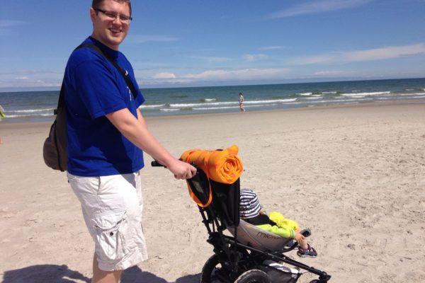 Wózkiem po blaży, czyli jak byliśmy obiektem zazrości wszystkich ze zwykłymi spacerowkami :D czaderski wózek na plażę