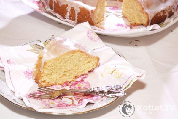 Cytryniak, takie dobre ciasto! A takie słabe światło :) Olympus E1, 2010 rok
