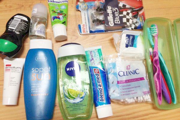 Kosmetyki, czyli co trzeba mieć. Często wybieram też kosmetyki mini, ale na dłuższy wyjazd z dziećmi przydaje się maksi