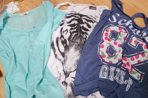Ubrania jak najwygodniejsze i dopasowane do siebie. Nie ma sensu brać 10 bluzek na 5 dni :) Serio.