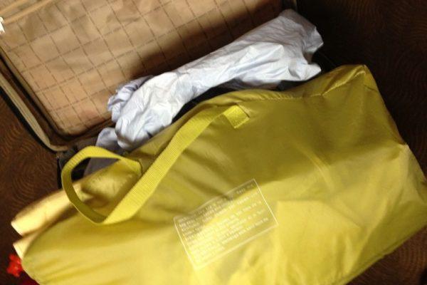 Bez problemu takie lekkie 1-2 kg łóżeczko można spakować do walizki. Londyn, Paryż, każda wyprawa u nas to własne łóżeczko dla dziecka.