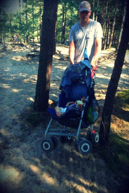 To był moment gdy przestaliśmy lubić się z Maclarenem na poważnie. Absolutnie nie jeździ po lesie i piasku. No dobrze jeździ, ale z jakim wysiłkiem ciągnącego
