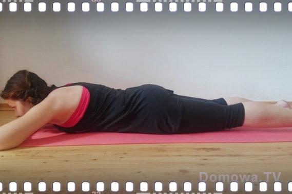 Znowu napinamy mięśnie brzucha leżąc :)