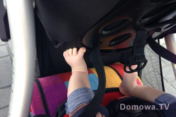 Nogi małego szkraba już nieźle wypełniają bagażnik