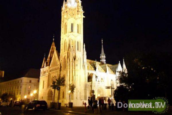 Budapeszt – Kościół Maciela oświetlony nocą