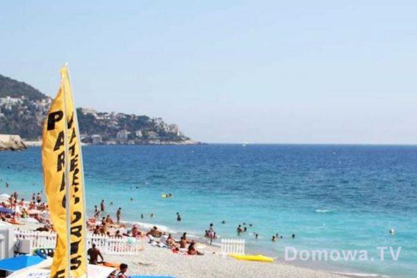 Woda jest piękna, ma fantastyczny kolor, ale plaża bardzo kamienista